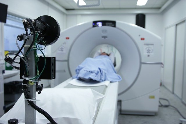 A patient is doing a MRI test